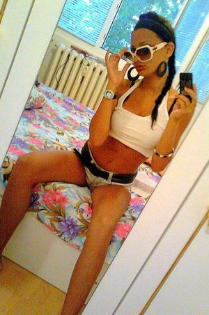 Meet local singles like Laure from Cedarville, New Jersey who want to fuck tonight