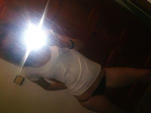 Emmaline from White Island Shores, Massachusetts is looking for adult webcam chat